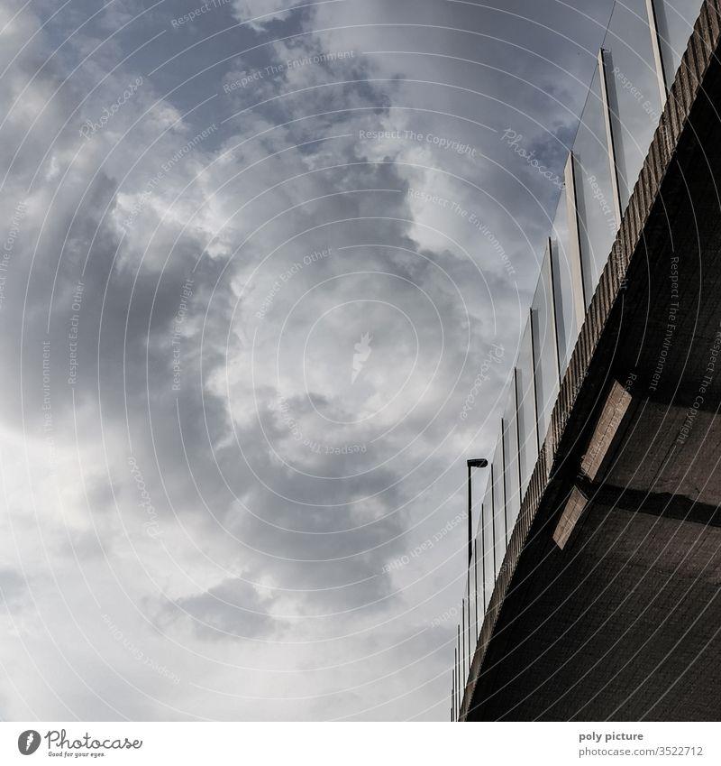 Auto(bahn)-Brücke und Abendhimmel in Dresden Autobahn Straße Autobahnbrücke autobahnbrücke Verkehr Himmel Verkehrswege Beton Architektur Farbfoto Menschenleer