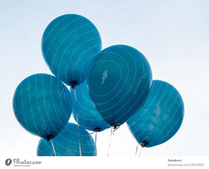 Textur auf der Oberfläche des blauen Ballons Schwimmer weiß Dekoration & Verzierung Air Muster Haut Gummi Design Nahaufnahme dekorativ Luftballon Farbe Konzept