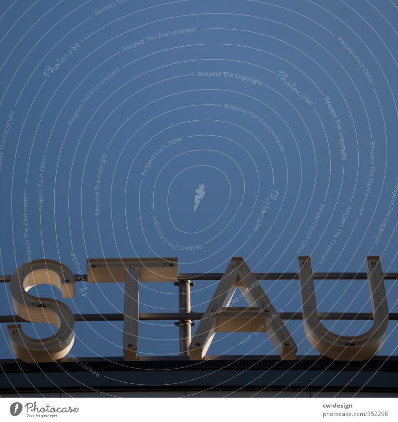 reSTAUrant Stadt blau weiß Architektur Gebäude grau historisch Bauwerk Restaurant Wahrzeichen trendy Denkmal Stadtzentrum Sehenswürdigkeit Werbung Logo