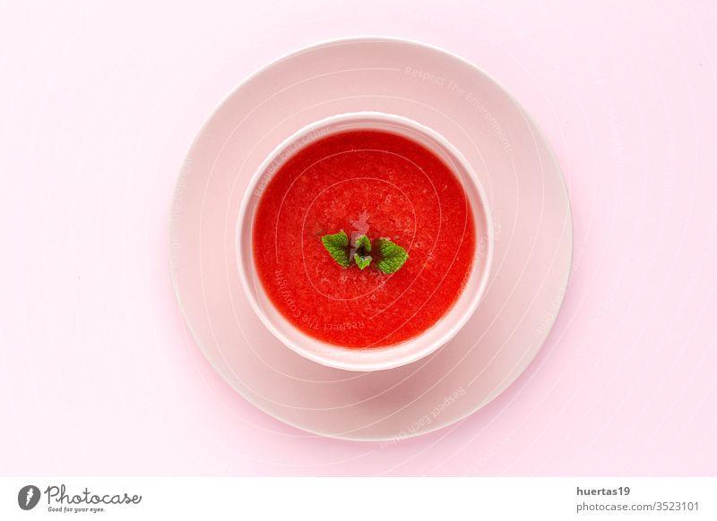 Frischer Wassermelonen-Minzsaft auf rosa Hintergrund von oben Frucht Suppe Saft Sommer frisch trinken Diät Erfrischung Lebensmittel Gesundheit süß kalt grün