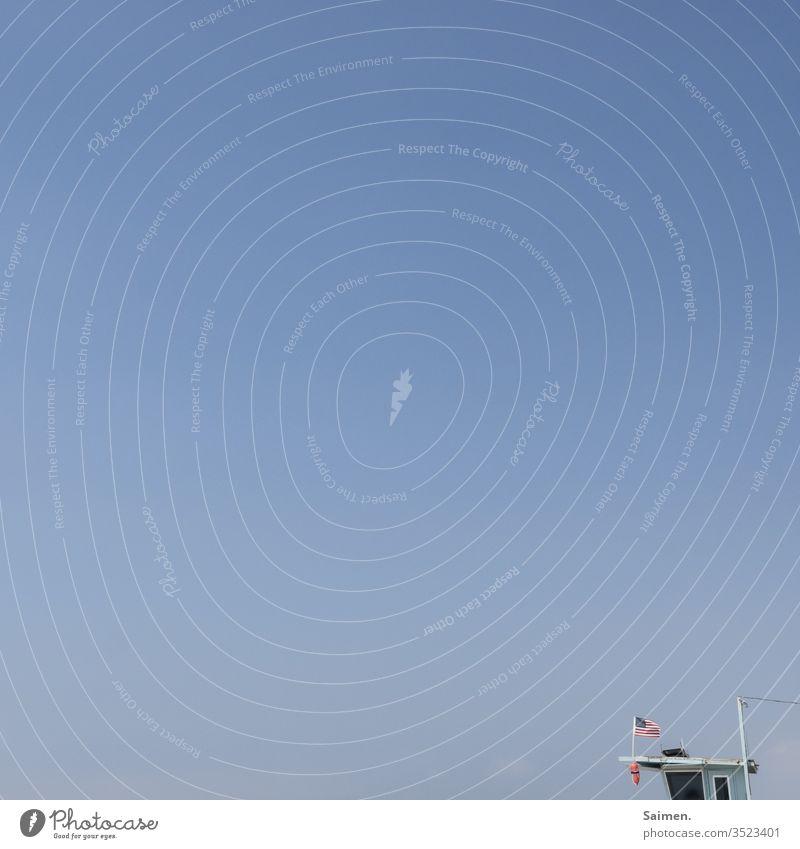 Kindheitserinnerung aus den 80'ern Malibu Strang Rettungsstation Rettungsturm Rettungsschwimmer Strand von Malibu Himmel textfreiraum wolkenlos Sommer