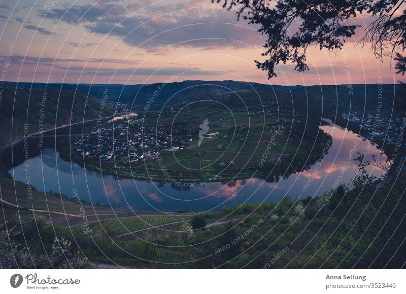 Moselschleife bei Abenddämmerung Mosel (Weinbaugebiet) Fluss Ferien & Urlaub & Reisen Tourismus Landschaft Farbfoto moselschleife Panorama (Aussicht)
