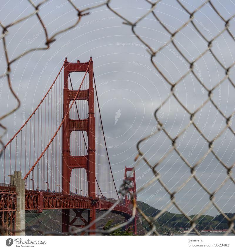 Golden Gate Bridge Linien und Formen Brückenpfeiler Küste rot Tourismus Verkehrswege Straße straßenverkehr Farbfoto Meer Architektur Amerika USA Kalifornien
