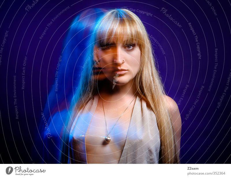 Dreams 6 Lifestyle elegant Stil schön Haare & Frisuren feminin Junge Frau Jugendliche 18-30 Jahre Erwachsene Mode Kleid Schmuck Piercing blond langhaarig stehen