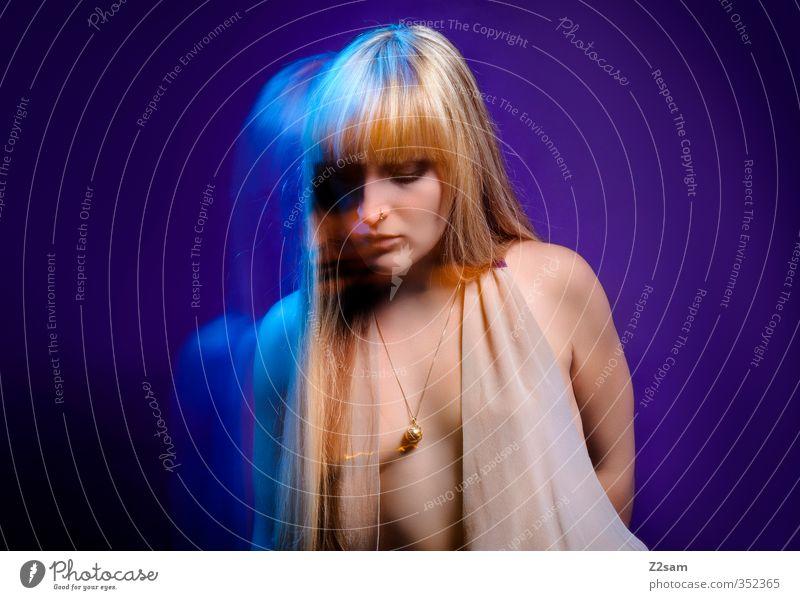Dreams Mensch Jugendliche blau schön Junge Frau Erwachsene kalt Erotik feminin 18-30 Jahre Bewegung Haare & Frisuren Stil Mode träumen blond