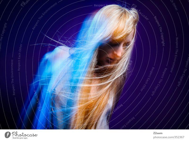Dreams 5 Lifestyle elegant Stil schön Haare & Frisuren feminin Junge Frau Jugendliche 18-30 Jahre Erwachsene Kleid blond langhaarig Feste & Feiern Tanzen
