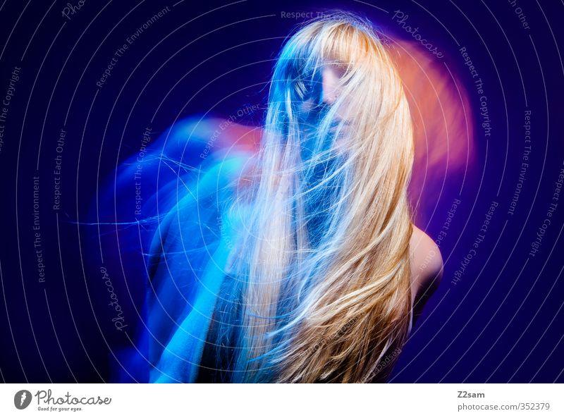 Dreams 4 Lifestyle elegant Stil schön Haare & Frisuren feminin Junge Frau Jugendliche 18-30 Jahre Erwachsene Kleid blond langhaarig Feste & Feiern Tanzen