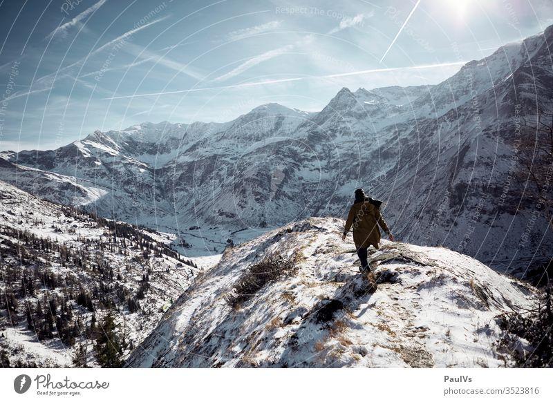 Mensch wandert im Winter am Berg in den Alpen tauern hohe tauern bad gastein Bad Hofgastein sportgastein Salzburger Land Wirtschaft wintereinbruch wandern