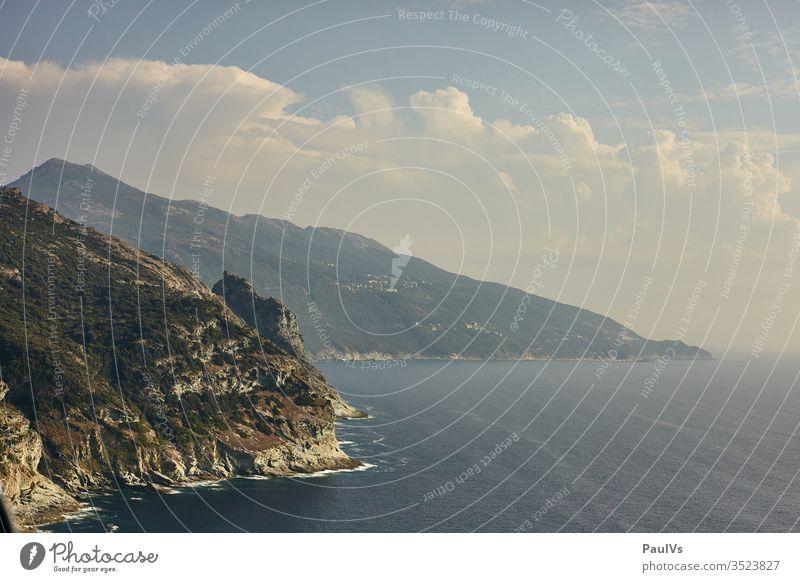 Mittelmeer Küste von Korsika küste Haute Corse Norden Frankreich Urlaub Sommer Insel Steilküste Hitze Meer Ferien & Urlaub & Reisen Außenaufnahme Strand Himmel