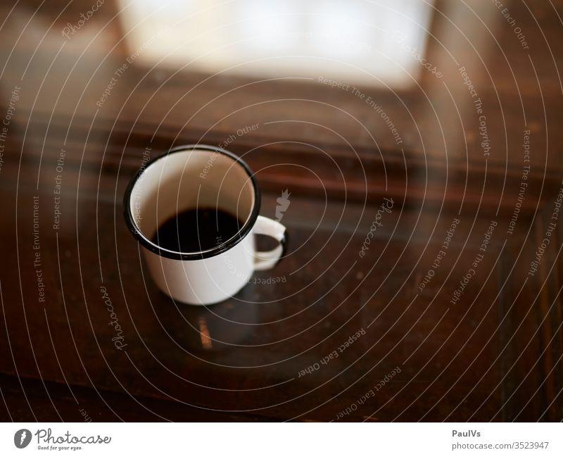 Kaffee Tasse am Tisch kaffee kaffeetasse frühstückstisch Kaffeepause Kaffeekränzchen Koffein trinken Getränk Heissgetränk beverage heisser kaffee
