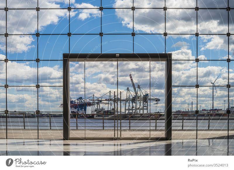 Containerterminal im Hafen von Hamburg. Hafenbecken Wand Poller Hafenstadt harbour maritim Technik Architektur Wasser Wasserspiegel Stimmung Speicherstadt Elbe