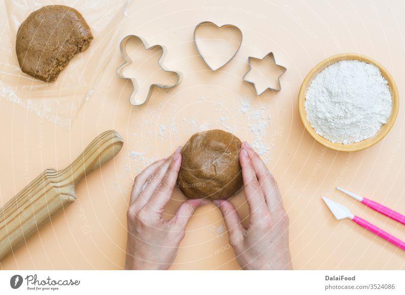 Weihnachtsplätzchen mit den Buchstaben Frohe Weihnachten 2021 abc gebacken Biskuit Brot Saibling Cookies Design Dessert f Schriftart Lebensmittel Spaß Lebkuchen
