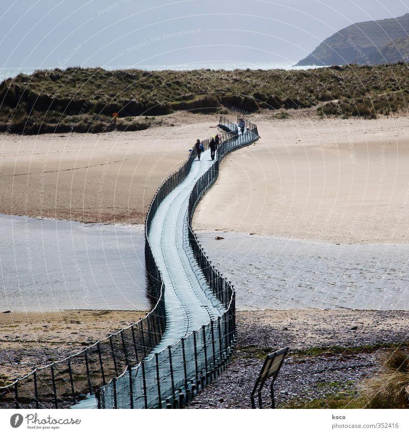 Brücke übers Meer Mensch Himmel Natur blau grün Wasser Sommer Landschaft Strand schwarz Frühling Wege & Pfade Küste Schwimmen & Baden Sand Menschengruppe