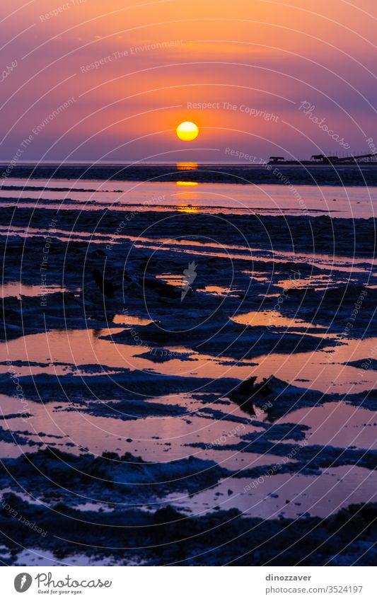 Sonnenuntergang in der Danakil-Wüste mit Salzmine, Äthiopien Bergbau See Wasser Dallol ruhig malerisch Natur Afrika wüst Afrikanisch Himmel Landschaft Felsen