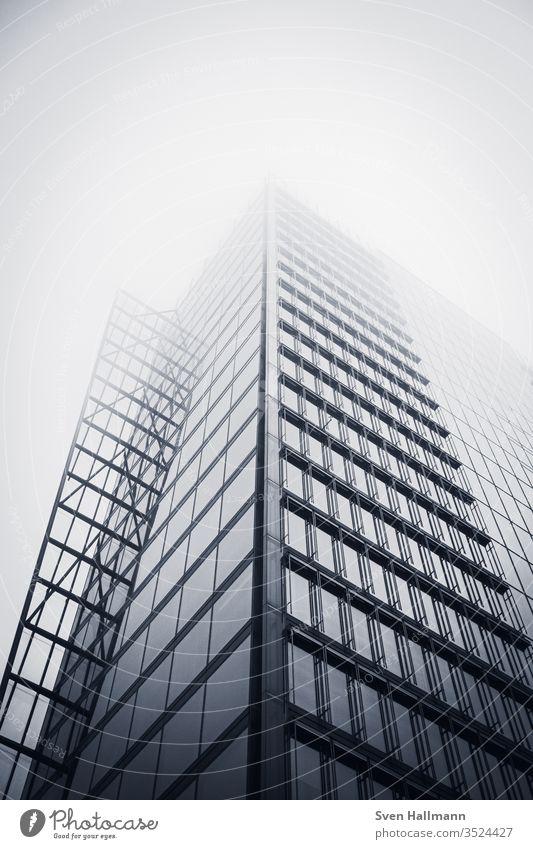 Blick nach oben Hochhaus Stadt Gebäude Außenaufnahme Himmel Architektur Stadtzentrum Tag Turm Farbfoto Fassade Menschenleer hoch Städtereise Sightseeing