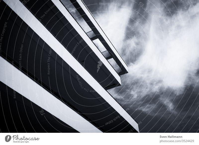 Moderne Architektur modern Fassade Ordnung abstrakt Symmetrie Hochhaus ästhetisch Licht Strukturen & Formen Menschenleer Architekturfotografie Surrealismus