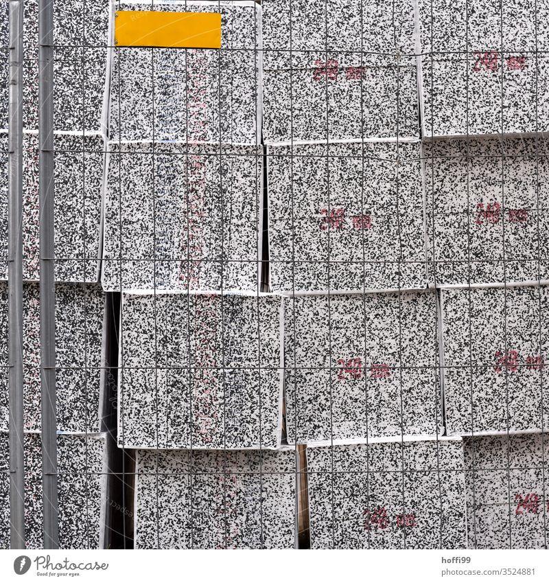 eingezäunte Isolationsblöcke Materialmix Materialien Bauweise Baumaschine Baustoff Arbeitsplatz Handwerk Beton Baustelle Baustellenversorgung