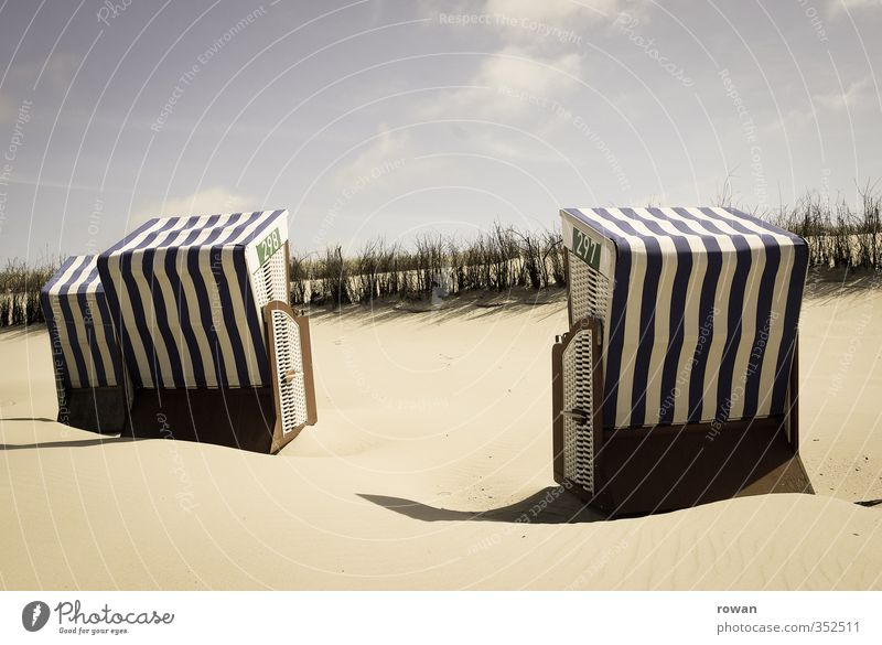 strandkoerbe Küste Strand Nordsee Meer Warmherzigkeit ruhig Erholung Ferien & Urlaub & Reisen Badeurlaub Strandkorb gestreift Sonne Sandstrand Düne Farbfoto