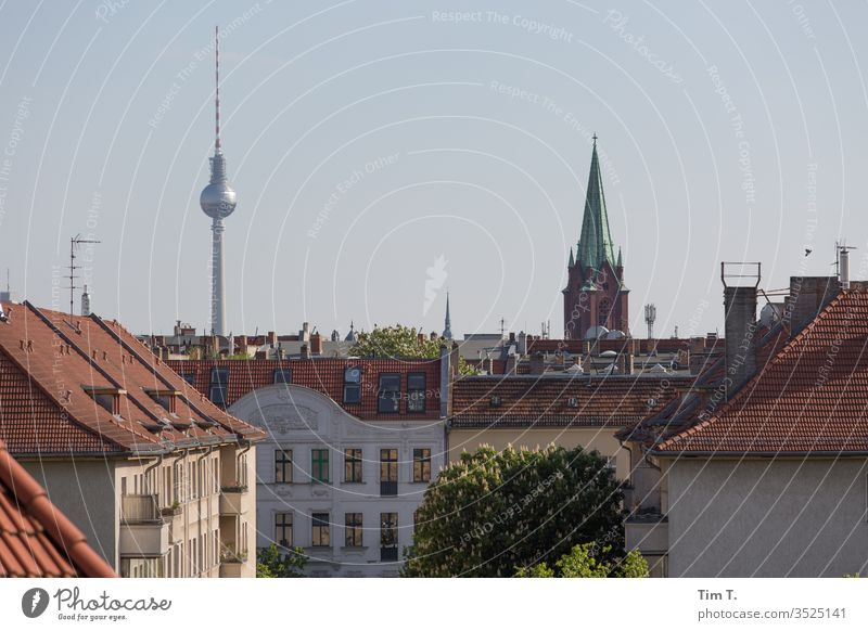 Pankow Berlin Dach Skyline Fernsehturm tv tower sky Berliner Fernsehturm Himmel Hauptstadt Stadt Stadtzentrum Außenaufnahme Farbfoto Menschenleer Wahrzeichen