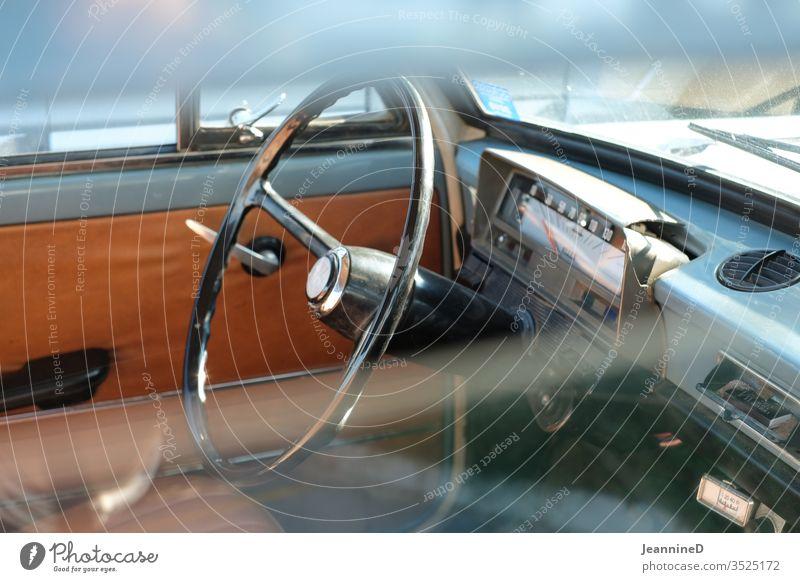 Blick in ein Auto Autofenster Oldtimer Ausflug Farbfoto retro Detailaufnahme Ferien & Urlaub & Reisen Verkehrsmittel Fahrzeug Durchblick Einblick Nostalgie
