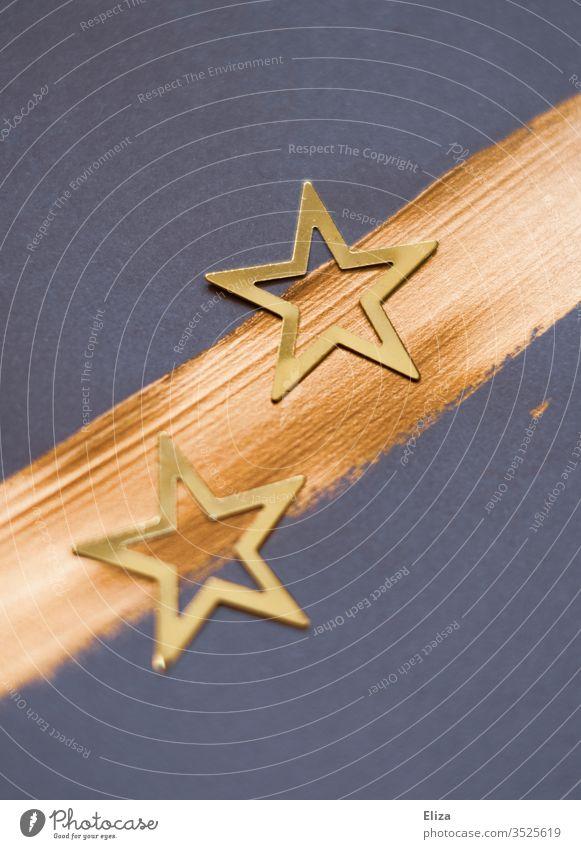 Zwei goldene Sterne und ein Pinselstrich auf blaulila Hintergrund. Weihnachten. Dekoration Weihnachtskarte Weihnachten & Advent Dekoration & Verzierung