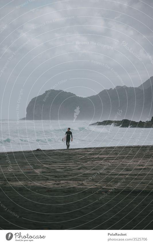 #As# WellenLäufer Felsen neusseeland Piha Meer ästhetisch Surfspot Extremsport Strand Stranddüne Wellenform Urlaubsfoto Farbfoto Urlaubsstimmung Gedeckte Farben