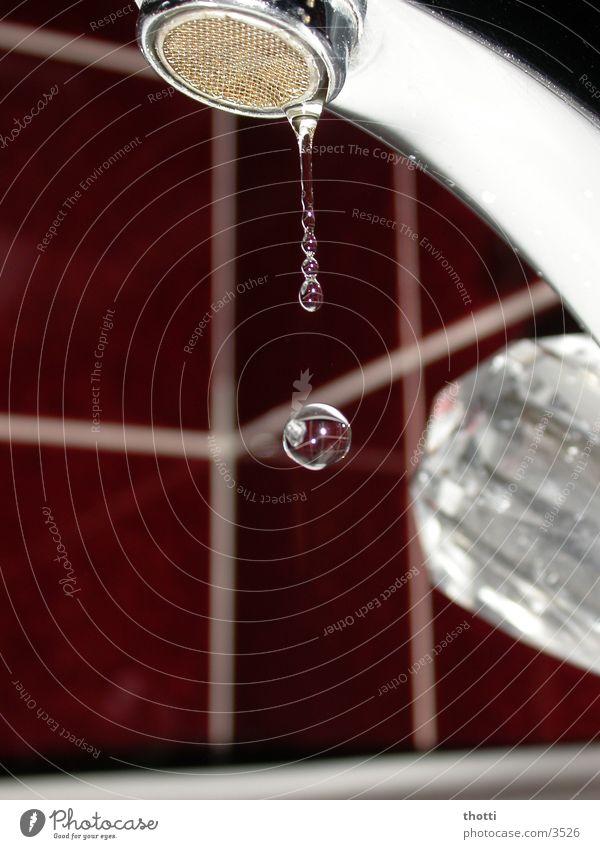 Ein Tropfen Wasserhahn Bad Umwelt Elektrisches Gerät Technik & Technologie Wassertropfen Drop Kugel Fliesen u. Kacheln