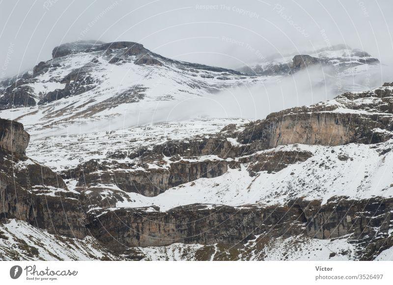 Leiter des Ordesa-Tals. Nationalpark Ordesa y Monte Perdido. Pyrenäen. Huesca. Aragonien. Spanien. aragonisch Klippe Klippen kalt Farbe Farben Felsspitze