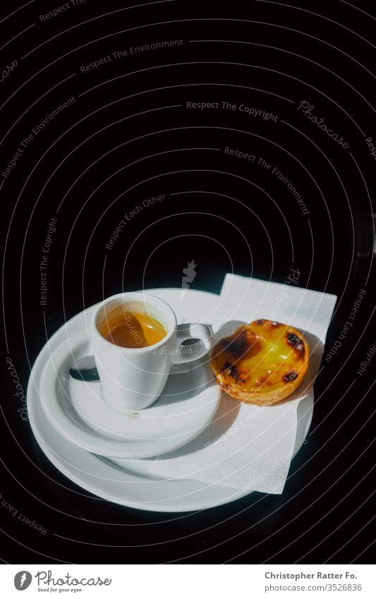 Espresso und pastéis de nata in Lissabon Reise Tourismus Ferien & Urlaub & Reisen Außenaufnahme Gelassenheit Ausflugsziel Reisefotografie Süden Farbfoto