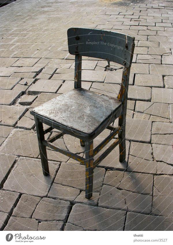 Letzte Sitzgelegenheit Stein sitzen Platz trist Stuhl Dinge Möbel