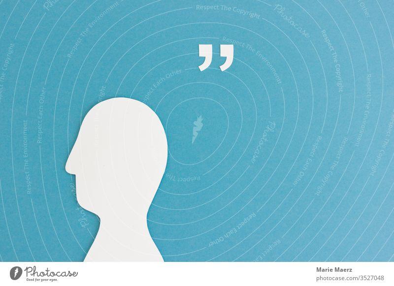Kopf Silhouette aus Papier mit Anführungszeichen und Platz für Zitat Hintergrund neutral sprechen lesen Weisheit Kommunizieren Erfahrung Farbfoto schreiben