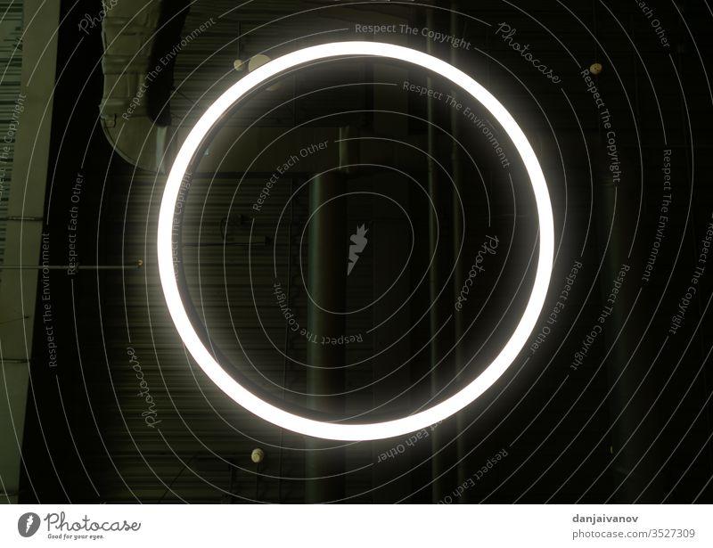 Abstrakter Leuchtender Kreis, Eleganter Lichtring rund Glanz Rahmen verdrehen glühen Einfluss Lichtschein neonfarbig digital modern Phantasie Technologie