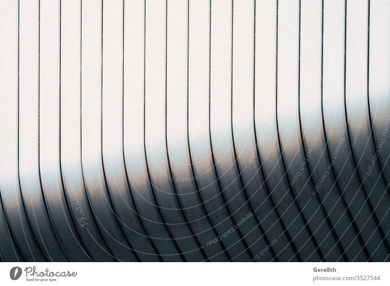 graue geschwungene Wand eines modernen Gebäudes abstrakt abstrakter Hintergrund Abstraktes Muster Abstraktion Leichtmetall Architektur Wegbiegung blanko