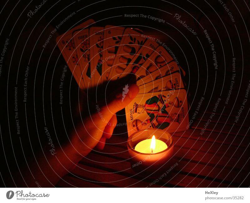 Karten spielen bei Kerzenlicht Spielen Freizeit & Hobby