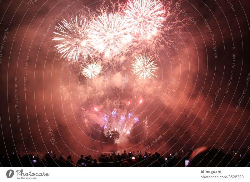 Fällt 2020 aus wegen Isnich! Traditionelles Neujahrsfeuerwerk in 2020 nur eingeschränkt möglich da und das blöde Virus noch immer voll im Griff hat. Feier