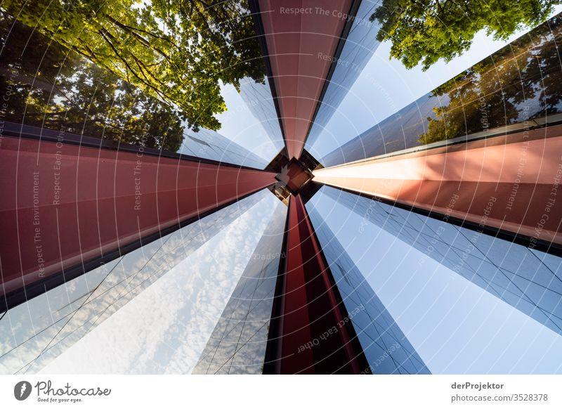 Carillon von unten in Berlin Textfreiraum unten Textfreiraum links mehrfarbig Ferien & Urlaub & Reisen Tourismus Städtereise Sightseeing Historische Bauten