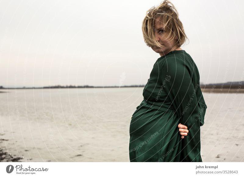Zweisamkeit Mutter Liebe Baby Mutterschaft Glück Frau Leben Babybauch Familie & Verwandtschaft Schwangerschaft schwanger Eltern erwartungsvoll Mama mütterlich