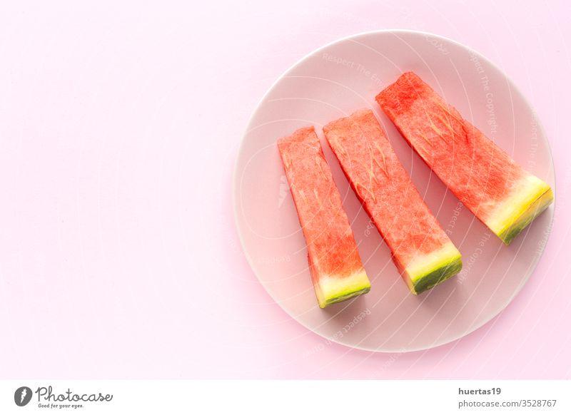 Frische Wassermelone auf rosa Hintergrund von oben Frucht Sommer frisch Diät Erfrischung Lebensmittel Gesundheit süß kalt grün reif Vitamin Ernährung Scheibe