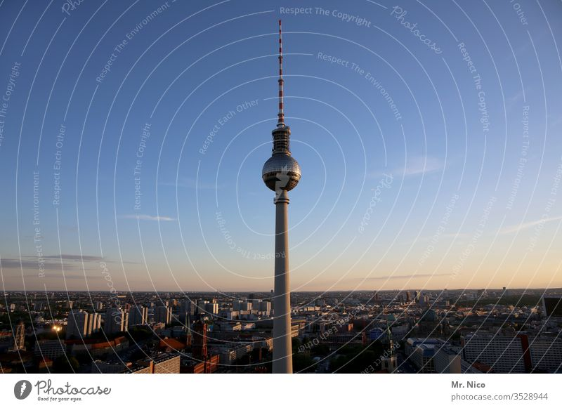 Berliner Fernsehturm Hauptstadt Deutschland Wahrzeichen Sehenswürdigkeit Architektur Stadt Bauwerk Ferien & Urlaub & Reisen Panorama (Aussicht) Städtereise