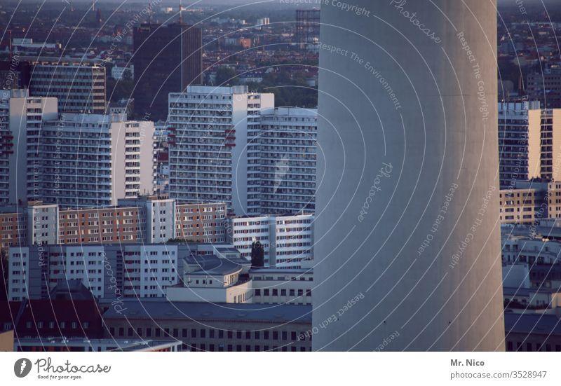 Berlin - Mitte Berliner Fernsehturm Hauptstadt Deutschland Wahrzeichen Architektur Sehenswürdigkeit Stadtzentrum Bauwerk Tourismus Berlin-Mitte Hochhaus