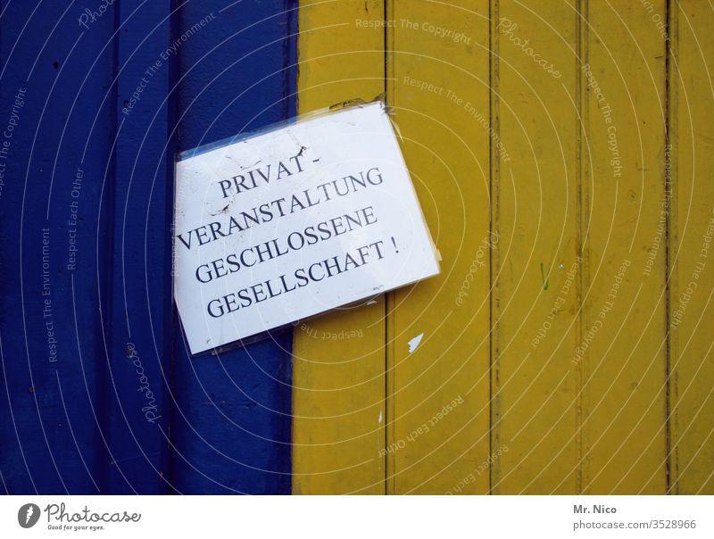 Privatveranstaltung geschlossene gesellschaft Schilder & Markierungen Lokal Hinweisschild Schriftzeichen zuhause bleiben Gastronomie gaststätte
