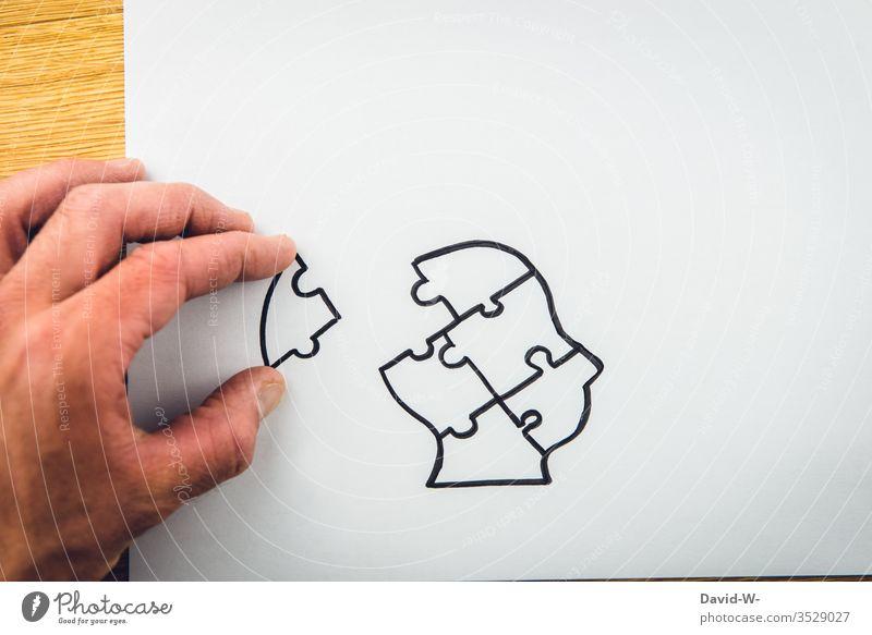 Hilfestellung - Kopf / Gehirn zusammen setzten hilfestellung Puzzle Mensch Mann Hand puzzeln Zusammensetzung zusammensetzen lösung Lösungsweg nachdenken Idee