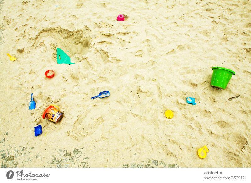 Sandkasten Stadt Haus Freude Berlin Spielen Zufriedenheit Häusliches Leben Freizeit & Hobby Spielzeug harmonisch Kindergarten Kindererziehung Hinterhof