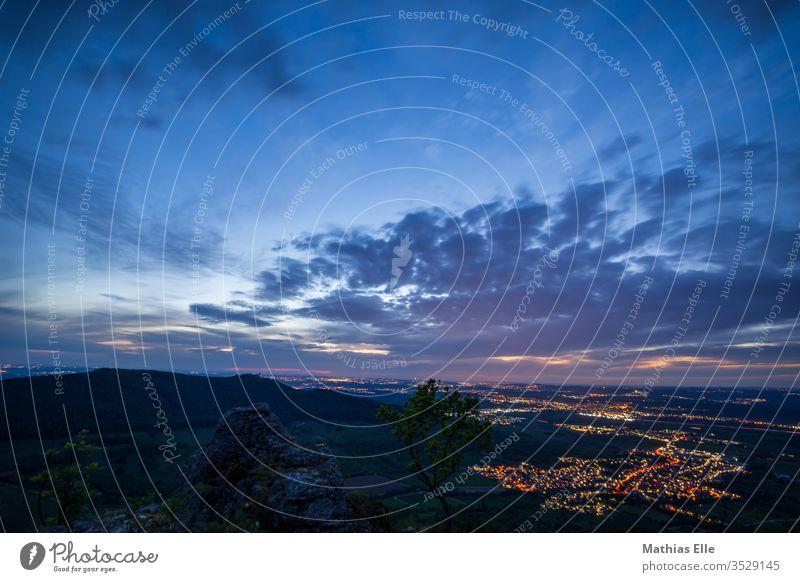 Abendstimmung am Rande der Schwäbischen Alb Breitenstein Bissingen Teck Sonnenuntergang Bewölkt Lila Rosa Blau Lichter Häuser Langzeitbelichtung