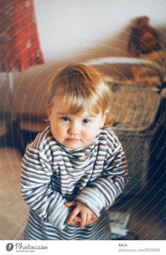 ...hab sie, die Spinne... Kind Kindheit Kindererziehung Mädchen süß Kleinkind niedlich klein Blick Fröhlichkeit Glück Porträt Gesicht heiter Klatschen Gestik