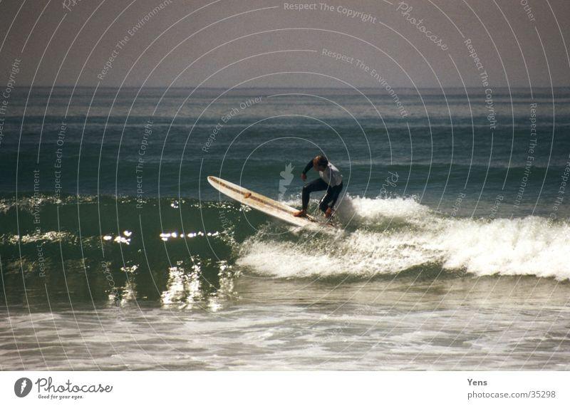 Longboarder Wasser blau Meer Wellen Surfen Surfer Surfbrett Extremsport