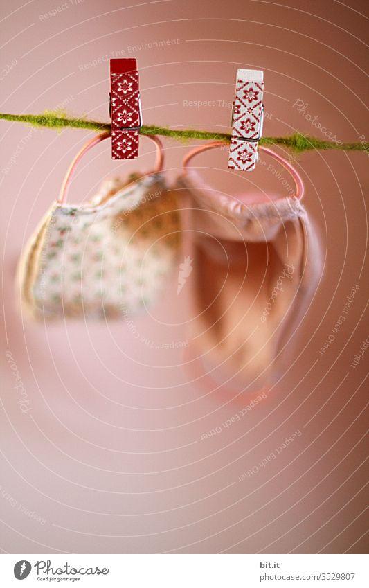 Schweinsöhrchen oder Waschtag Maske Wäsche Wäscheleine Wäsche waschen Wäscheklammern Wäscheständer Klammer trocknen Sauberkeit Haushalt aufhängen Seil Leine