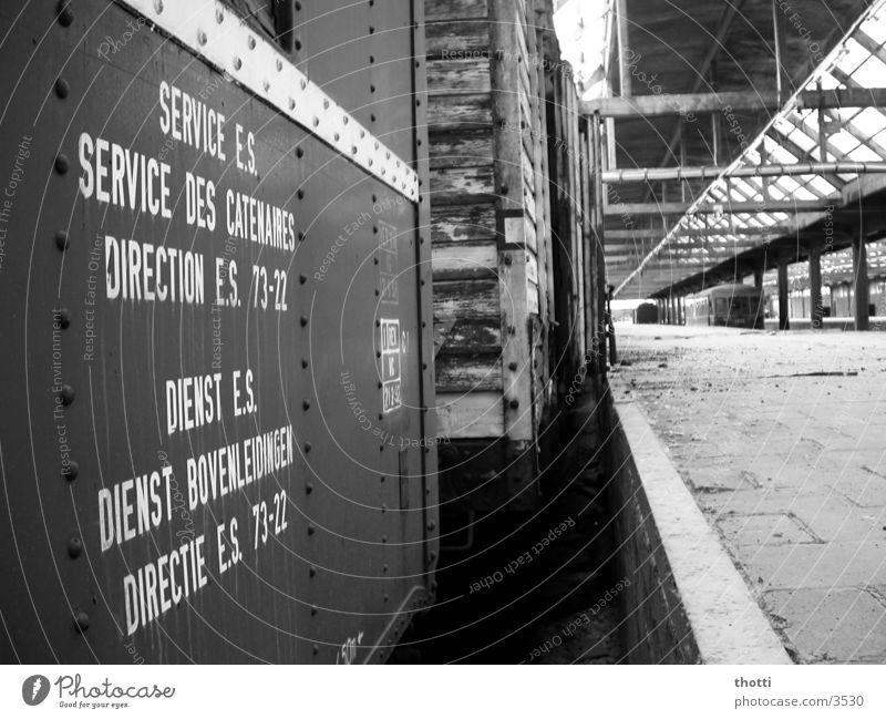 trainspotting I Eisenbahnwaggon Gleise stilllegen Verkehr Bahnhof Einsamkeit Ware Dienstleistungsgewerbe dreckig