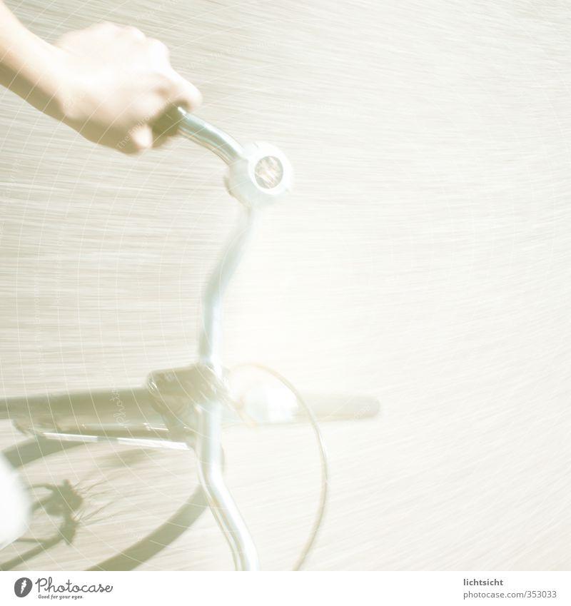 psyclist Hand Straße Bewegung Wege & Pfade Freizeit & Hobby Fahrrad Verkehr gefährlich Ausflug fahren Fahrradfahren festhalten Eile Straßenbelag Alkoholisiert