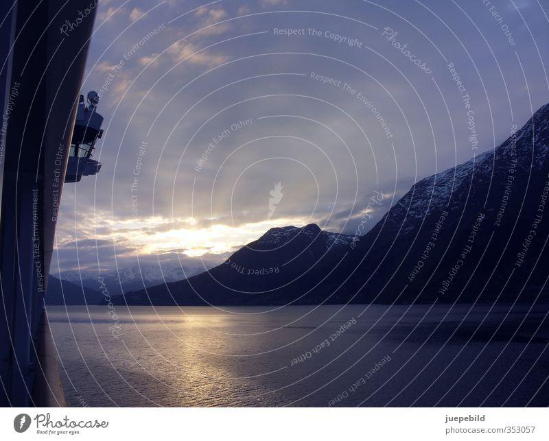 Sonnenaufgang im Fjord Himmel Natur Ferien & Urlaub & Reisen blau Wasser Landschaft Erholung Wolken Ferne Berge u. Gebirge Freiheit Küste grau orange